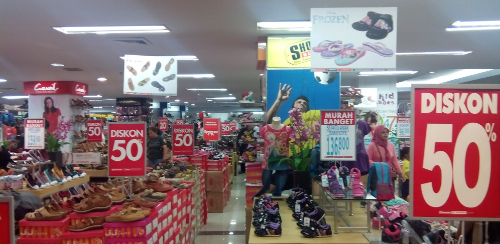 Diskon di suatu department store
